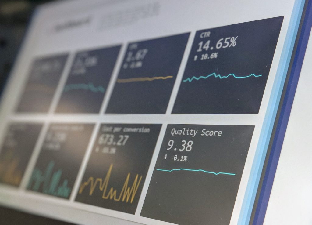 Financial data on computer - Interview between Rocco Ciciretti and Cait Bagby about the Viability of ESG Ratings